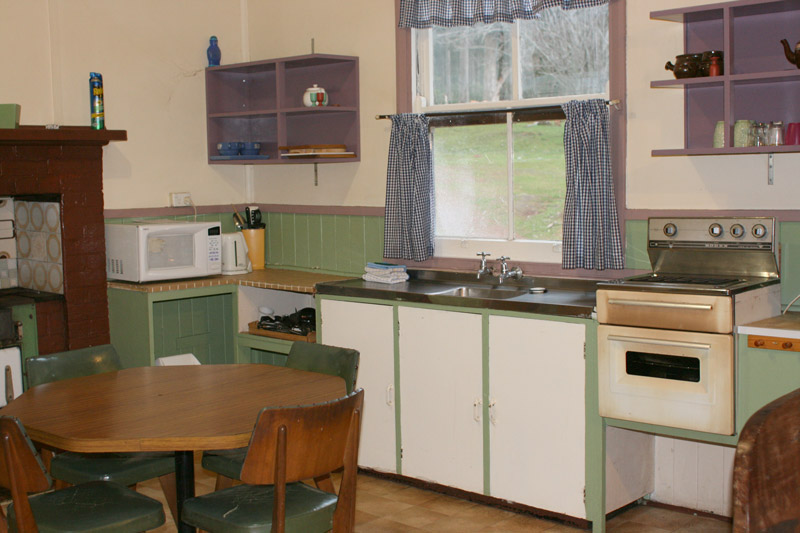 Donnelly-river-chalet-kitchen